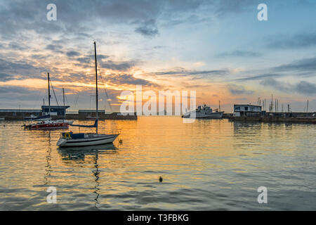Penzance, Cornwall, UK. 9th Apr, 2019. UK Weather. It was mild and warm for the sunrise at Penzance this morning. Early morning clouds soon lifted. Credit: Simon Maycock/Alamy Live News - Stock Image