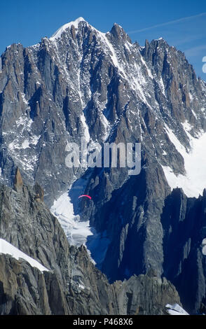 A parapente flying through the French Alps, with the gorgeous Aiguille Verte behind - Stock Image