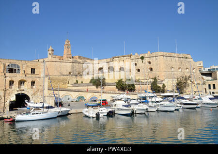 Waterfront buildings in the Maltese Three Cities area of L-isla, or Senglea - Stock Image