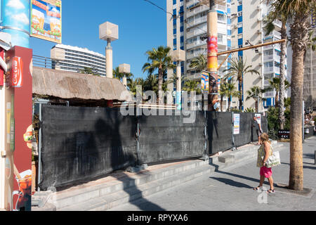 Benidorm, Costa Blanca, Spain, 23rd February 2019. The seafront Tiki Beach Bar on Levante beach, Benidorm is finally closed after much controversy and complaints from local residents. There are no reports as to wether this is a complete closure or just a refurbishment .  Credit: Mick Flynn/Alamy Live News - Stock Image