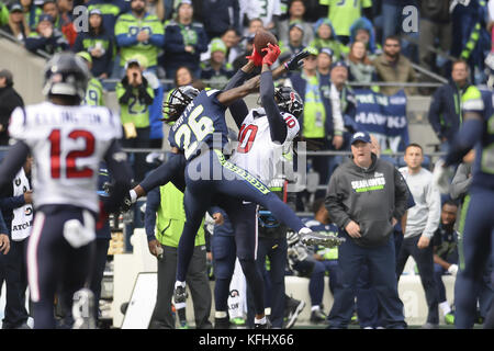 Seattle, Washington, USA. 29th Oct, 2017. Seattle's SHAQUILL GRIFFIN (26) and Houston's DeANDRE HOPKINS - Stock Image
