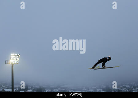 Bischofshofen, Austria. 05th, Jan, 2018. Poppinger Manuel from Austria competes during the qualification round on - Stock Image