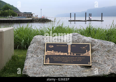 9/11 Memorial Plaque at Waterfront Park, Dobbs Ferry, NY, USA - Stock Image