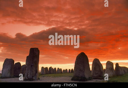 Ales stenar at Österlen under sunset skies.  Megalithic monument in Skåne in southern Sweden. Viking ship - Stock Image
