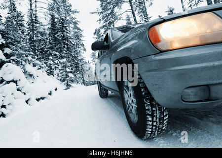4x4, car driving in snowy and rough conditions - Stock Image
