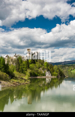 Niedzica castle on hill top at Czorsztyn lake and Dunajec river in Poland. Summer day cloudscape. - Stock Image