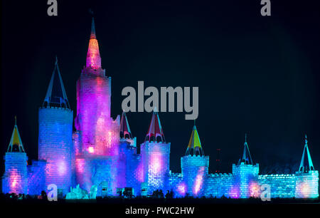 1992 St. Paul Winter Carnival Ice Palace at night. 166 ft tall with a construction cost of $1.1 million. - Stock Image