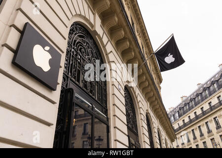 Apple Opera store in Paris, France. - Stock Image