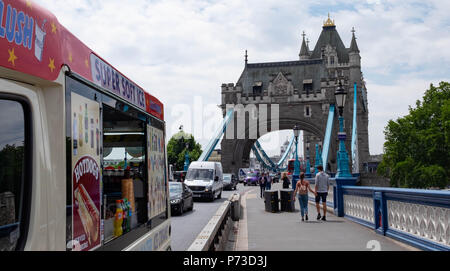 London, England. 4th July 2018. An ice cream van is parked near London's Tower Bridge on another very hot day. The present heatwave is set to continue. ©Tim Ring/Alamy Live News - Stock Image
