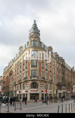 Beautiful old building on the corner of Rue Faidherbe and Rue des Ponts de Comines in Lille, Flandres, France - Stock Image