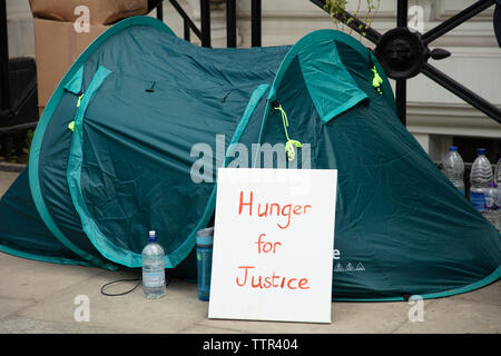 London, UK. 17th June 2019. Tent of hunger striker Richard Ratcliffe in front of the Iranian embassy in London in protest of the detention of his wife Nazanin Zgahari in Iran over spying allegations. Credit: Joe Kuis / Alamy - Stock Image