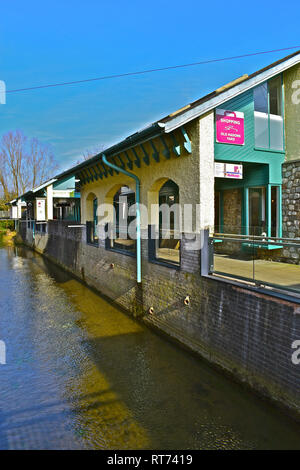 Old Masons Yard Shops is a row of small undercover shops alongside a stream (river Thaw) which runs through the centre of Cowbridge. - Stock Image
