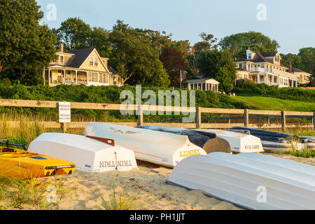 Dinghies lined up on a private beach near Owen Park Beach in Vineyard Haven (Tisbury), Massachusetts on Martha's Vineyard. - Stock Image