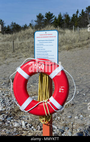 Emergency rescue equipment, life ring buoy with instructions, installed on unguarded beach at Point Beach State Forest, Wisconsin - Stock Image