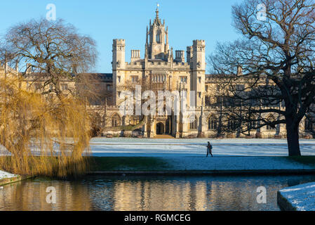 Cambridge, UK. 30th Jan, 2019. St John's College and River Cam, Cambridge, after overnight snow, Cambridge, UK. 30th Jan, 2019. UK Weather Credit: Alan Copson City Pictures/Alamy Live News - Stock Image