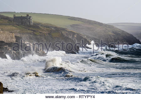 Porthleven, Cornwall, UK. 3rd March 2019. UK Weather. Winds and waves continue to rise as Storm Freya hits the Cornish coastline at Porthleven. Credit: Simon Maycock/Alamy Live News - Stock Image