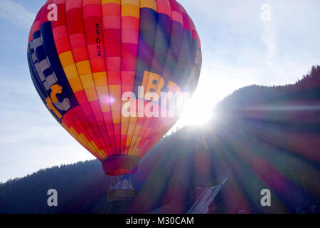 Hot air balloon takes off - Stock Image