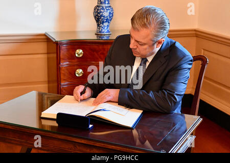 Georgian Prime Minister Giorgi Kvirikashvili signs U.S. Secretary of State Mike Pompeo's guestbook at the 2018 Plenary Session of the U.S.-Georgia Strategic Partnership Commission at the U.S. Department of State in Washington, D.C., on May 21, 2018. - Stock Image