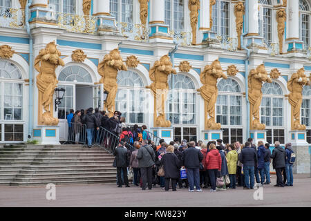 Group of tourists queuing up to go inside Catherine Palace (Tsarskoe Selo), Pushkin, St. Petersburg, Russia - Stock Image
