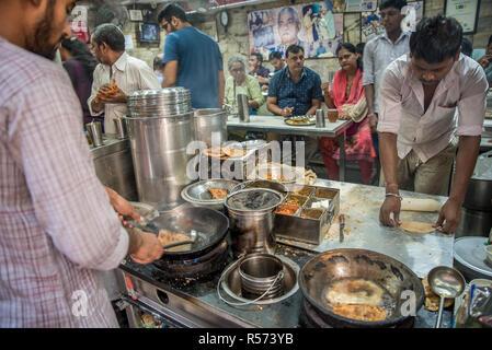 Preparing street food, Old Delhi, India - Stock Image