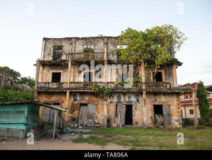 Old french colonial building formerly the hotel de France in the UNESCO world heritage area, Sud-Comoé, Grand-Bassam, Ivory Coast - Stock Image