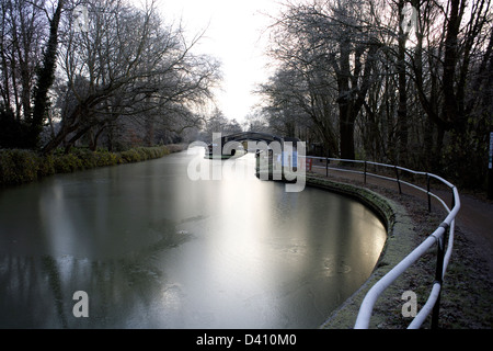 South Oxford Canal iced up at the Isis Lock winging hole, City of Oxford, Oxfordshire, Oxon, England, boat, narrowboat, - Stock Image