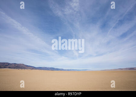 Dry lake bed of Middle Alkali Lake near Cedarville California. - Stock Image