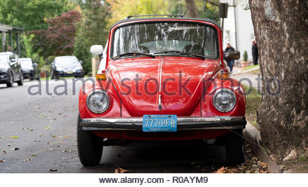 A vintage red Volkswagen beetle parked up in a side street. its a car in excellent condition bearing American number plates - Stock Image