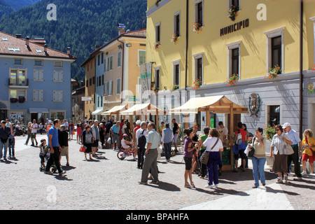 Farmers' market in Malè, Italy - Stock Image