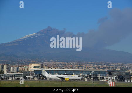 Catania, Sicily, Italy. 24th December, 2018. Europe's most active volcano, Mount Etna, in eruption in the afternoon. Flights to Catania airport were disrupted. Credit: jbdodane/Alamy Live News - Stock Image
