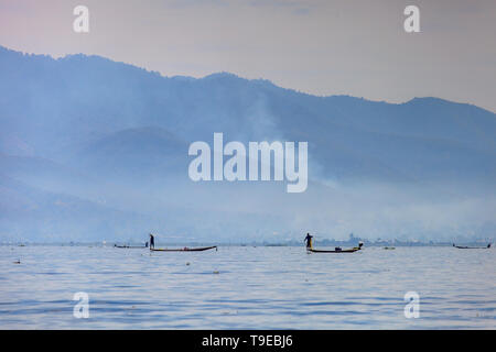 Overview of the inle lake with fishermen - Stock Image