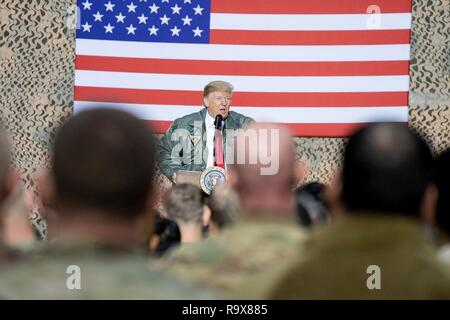 U.S. President Donald Trump addresses U.S. service members during a surprise visit to Al Asad Air Base December 26, 2018 in Al Anbar, Iraq. The president and the first lady spent about three hours on Boxing Day at Al Asad, located in western Iraq, their first trip to visit troops overseas since taking office. - Stock Image