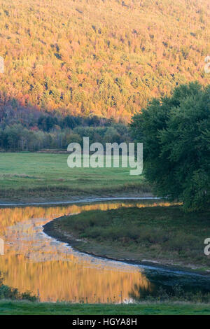 The Connecticut River in Guildhalll, Vermont.  Northumberland, New Hampshire is across the river. - Stock Image