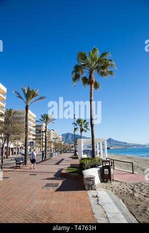 The public beach and promenade, Fuengirola, Costa del Sol, Spain. - Stock Image
