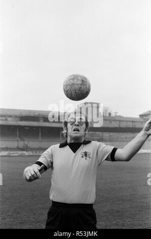 Elton John, just back from a tour of America, wants to be a director of Watford FC. He has always been a fan, and has just been made a vice president. Pictured at Watford to meet and train with the players to keep fit. 7th November 1973. - Stock Image