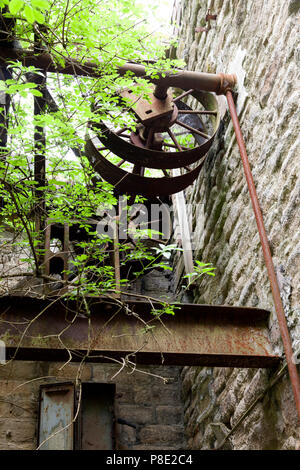 Old machinery in a derelict mill, Linthwaite, West Yorkshire - Stock Image