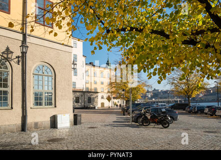 Colourful autumn street scene on Riddarholmen, Stockholm, Sweden - Stock Image