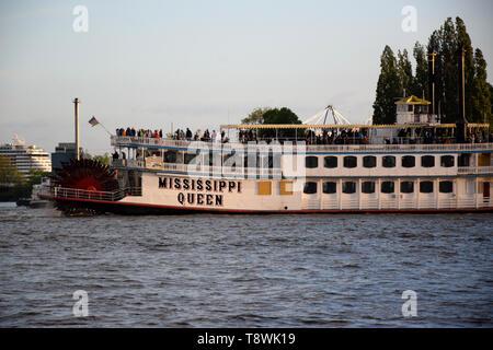 Mississippi Queen Steamboat, Hafengeburtstag St. Pauli-Landungsbrücken - Stock Image