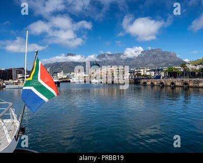 Table mountain from the Victoria and Alfred (V&A) waterfront, Cape Town, South Africa - Stock Image