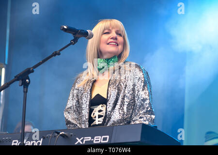 London, UK. 17th Mar 2019. Massaoke live performances show with music and dane was given to the Thousands who packed in Trafalgar Square to celebrate St Patrick day 2019 on 17 March 2019, London, UK. Credit: Picture Capital/Alamy Live News - Stock Image