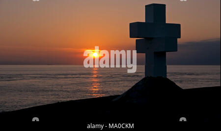 RS 8017  Sunset & Memorial at The Sound, Isle of Man, UK - Stock Image