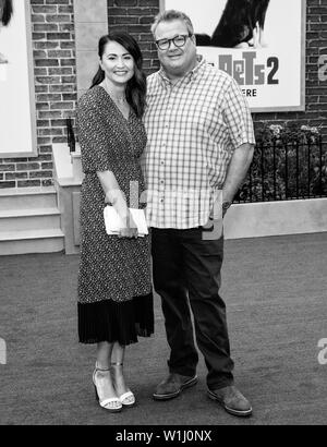 Los Angeles, CA - June 02, 2019: Lindsay Schweitzer and Eric Stonestreet attend the Premiere Of Universal Pictures' 'The Secret Life Of Pets 2' held a - Stock Image