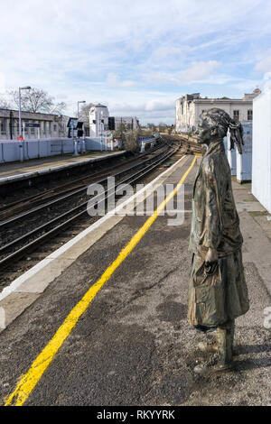 One of three statues of waiting passengers on Brixton Station. Platforms Piece by Kevin Atherton, 1986.  Grade II listed in 2016. - Stock Image