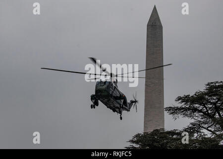 Marine One carrying US President Donald Trump prepares to land on the South Lawn of the White House in Washington, DC on January 19, 2019. - Stock Image
