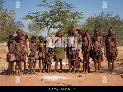 Himba tribe relatives in their village, Cunene Province, Oncocua, Angola - Stock Image