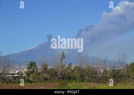 Catania, Sicily, Italy. 24th December, 2018. Europe's most active volcano, Mount Etna, in eruption in the afternoon. Credit: jbdodane/Alamy Live News - Stock Image