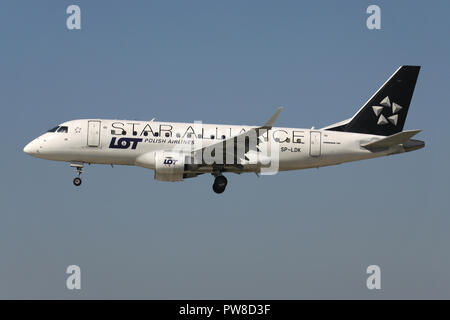 LOT Polish Airlines ERJ-170 in Star Alliance livery with registration SP-LDK on short final for runway 14 of Zurich Airport. - Stock Image