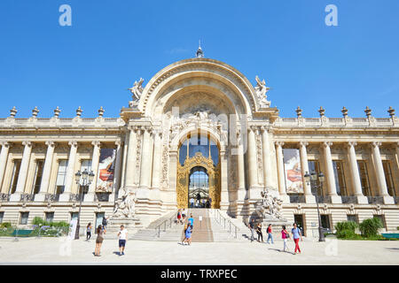 PARIS, FRANCE - JULY 21, 2017: Petit Palais building and people walking in a sunny summer day, clear blue sky in Paris, France. - Stock Image