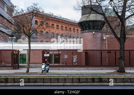 Berlin Moabit, Justizvollzugsanstalt Moabit (JVA). The imposing building is one of Berlin's three inner-city prisons.Building exterior view,high wall, - Stock Image