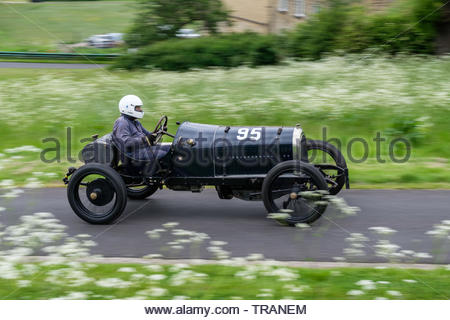 Harewood Hillclimb, Harewood, Yorkshire, UK. 1st June 2019. The annual Classic and Vintage hill climb competition for classic and vintage cars at this well known venue in the Yorkshire countryside. Competitors making their timed runs up the hill in an effort to achieve the fastest time for their class of car. Credit: Gary Clarke/Alamy Live News - Stock Image